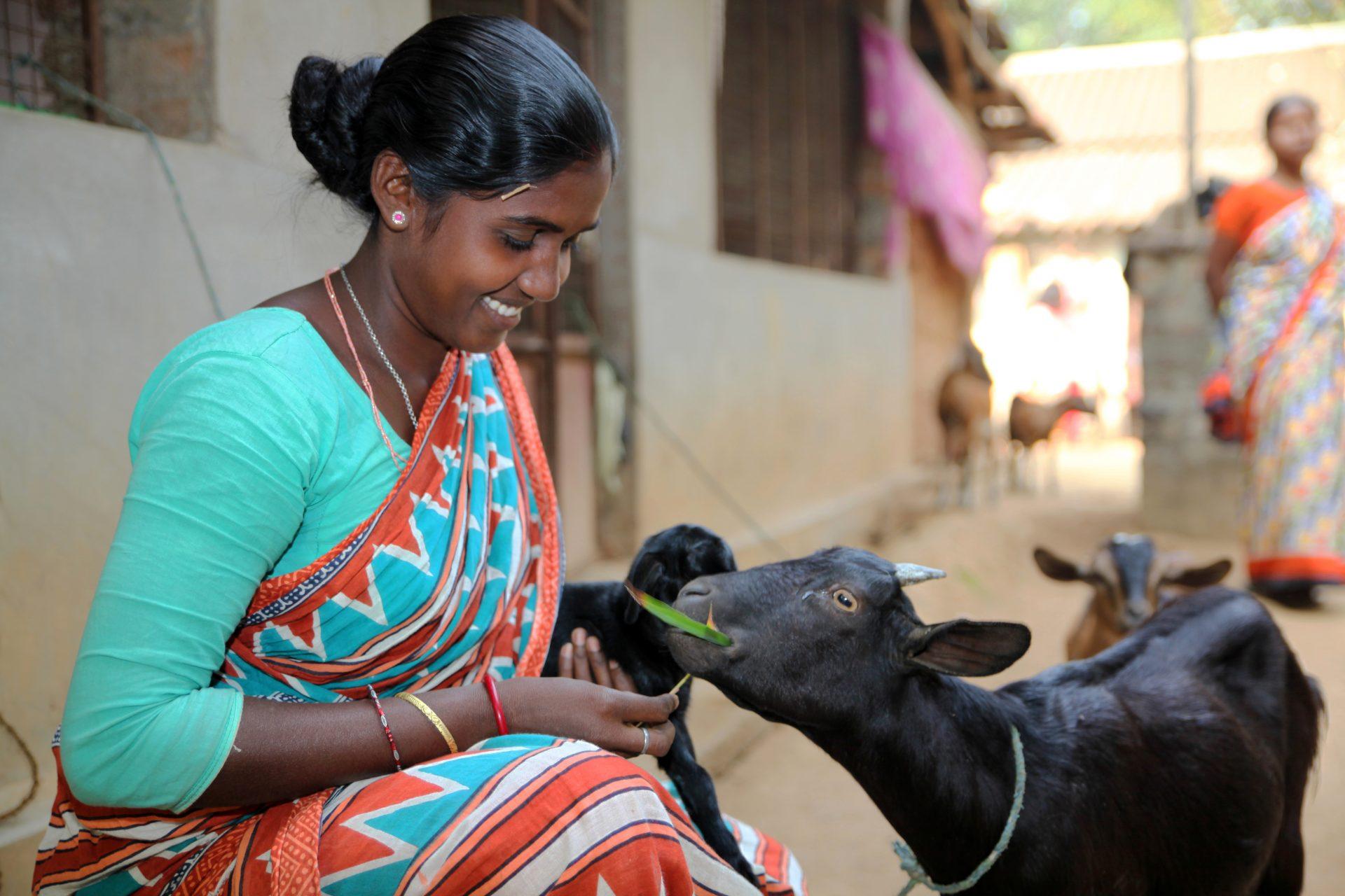 Die drei Freundinnen Ramuni Baske, 32, Sakuntala Soren, 32 (Foto